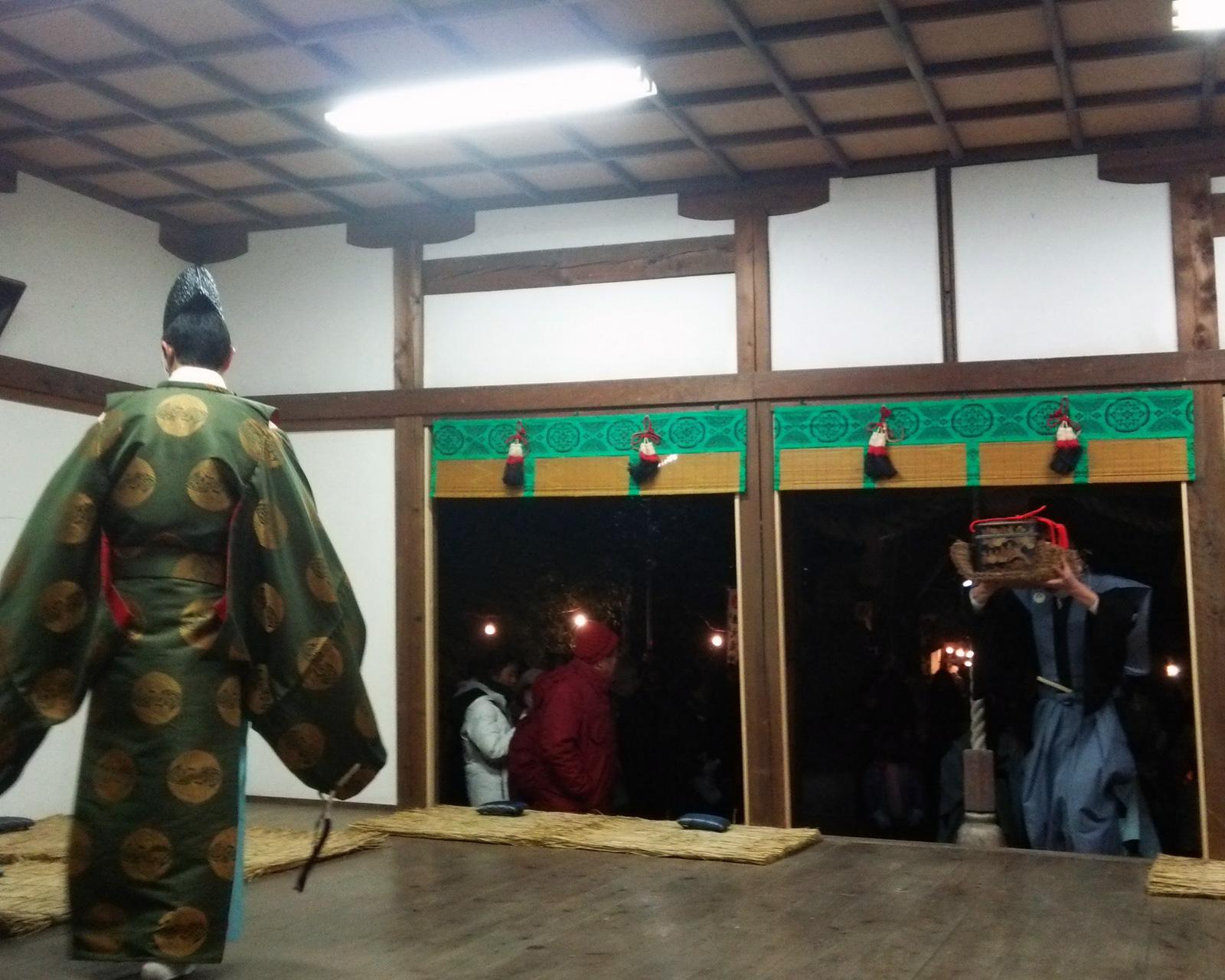 車大歳神社の翁舞・奉仕者入場